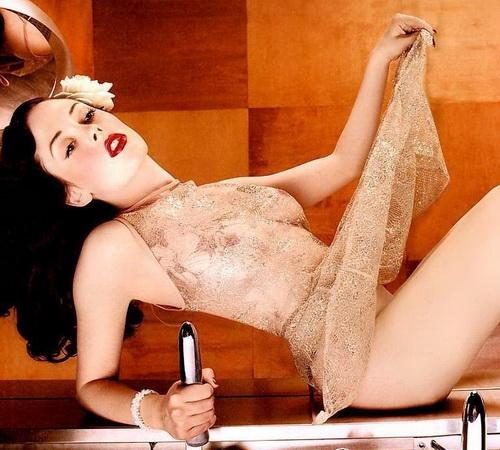 Rose Mcgowan - fatal Beauty