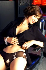 Catherine Bell - radiant smile and seductive body - Celebrity Nude Pics